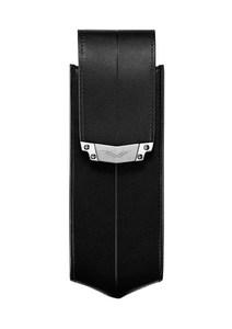 Вертикальный чехол Vertu Signature S из черной седельной кожи с застежкой из стали