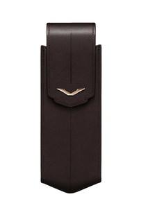 Вертикальный чехол Vertu Signature S из коричневой седельной кожи с отделкой из красного золота