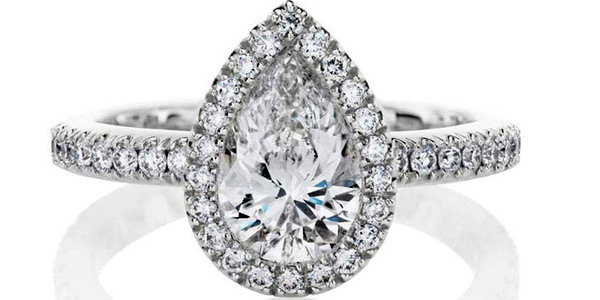 De Beers Aura Pear Cut diamond engagement ring